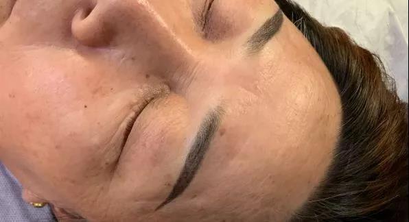 眉毛有痘会影响上色吗?操作上有什么注意事项?